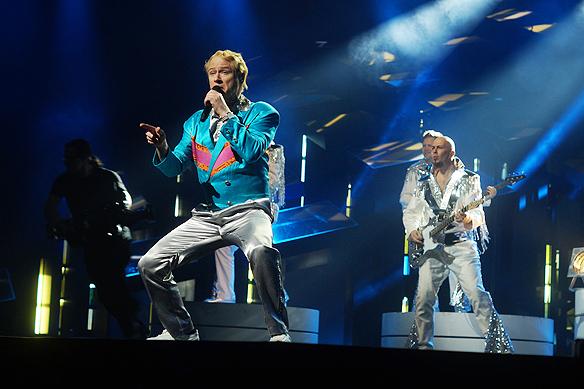 """Bandet Rolandz och Robert Gustafsson medverkar i Melodifestivalen 2018 i finalen i Friends Arena med låten """"Fuldans"""". Foto: Peter Ahlborg"""