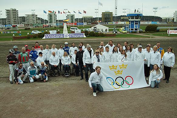 Hela gänget samlat under Olympiatravet 2018. Kuskar och tidigare olympier. Foto: Peter Ahlborg