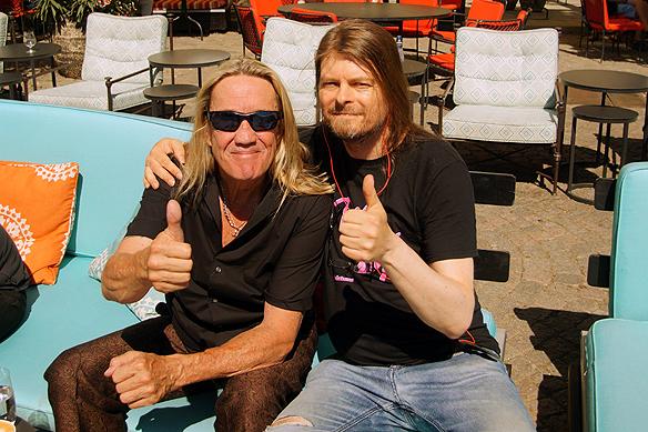 Peter Ahlborg träffade på Iron Maidens trummis Nicko Mcbrain för en pratstund på en uteservering vid Grand Hotel innan Iron Maidens utsålda konsert på Tele 2 Arena i Stockholm i kväll.