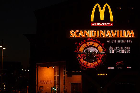 Idag den 21 juli 2018 spelar Guns N' Roses på Ullevi, en sedan länge slutsåld konsert. Trots detta så gör Scandinavium reklam för konserten. Foto: Peter Ahlborg