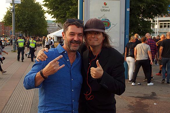 """PeterAhlborg får en gratisbiljett till sina idoler Guns N' Roses av Sven från Småland. Det var inte vilken biljett som helst utan en """"golden cirkel""""-biljett, vilket betyder att du får stå längst fram på konserten. Foto: Privat"""