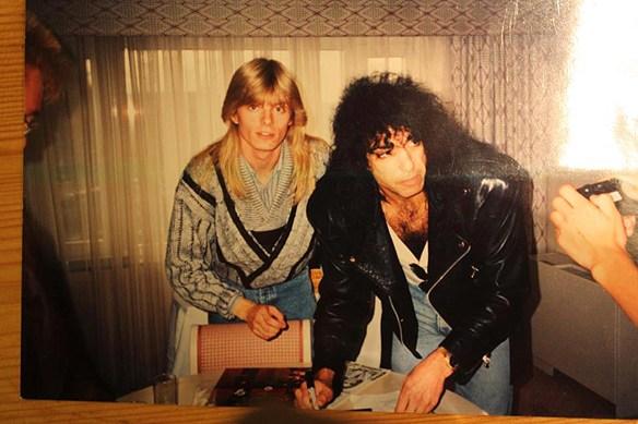 Peter Ahlborg och Paul Stanley tillsamman under Kiss presskonferens i Stockholm 18 september 1988 på Sheraton. Foto: Privat