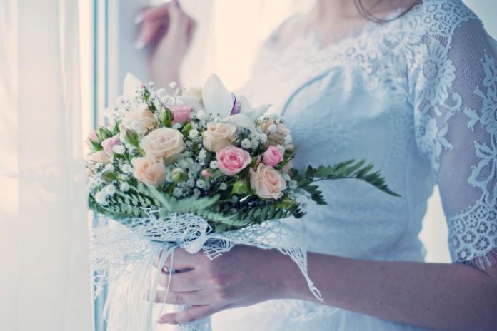 Borrowed Blooms Provides Rentable Flowers for Weddings