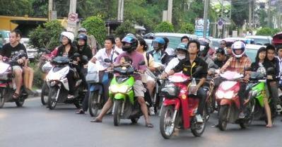 タイのバイクの群れ
