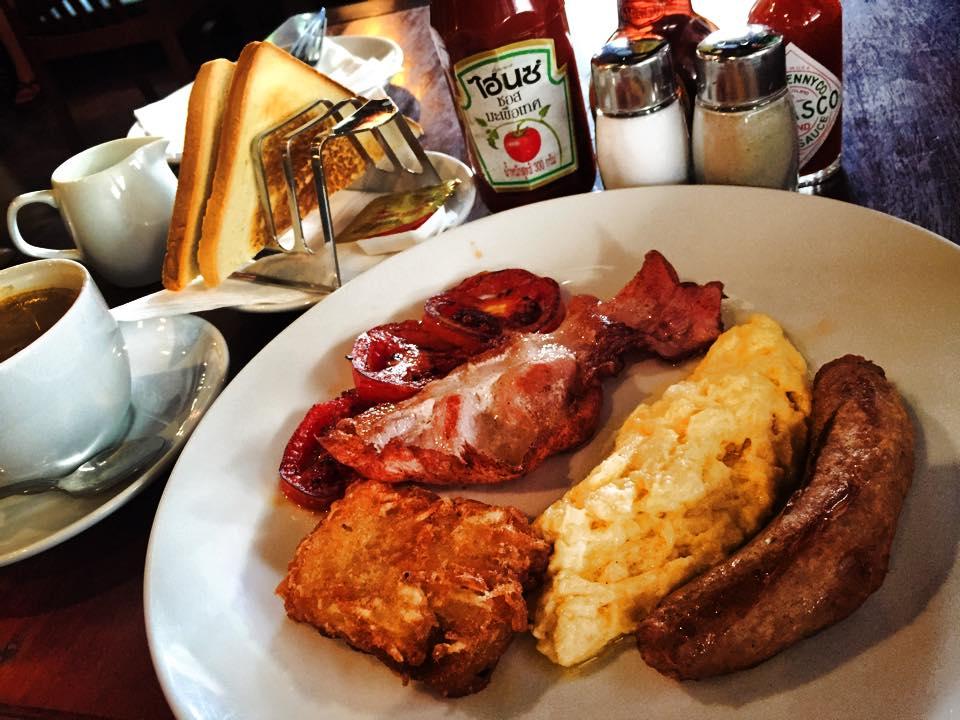 ロビンフッドの朝食はこれで99バーツ~(コーヒー除く)