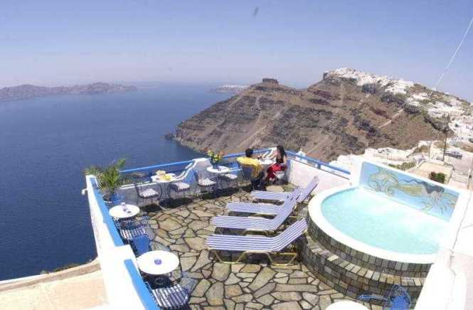 On The Cliff Hotel In Firostefani