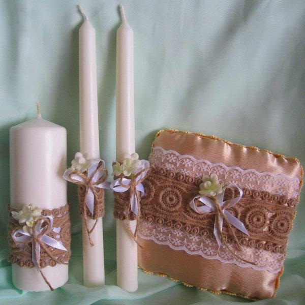 Kaarsen voor bruiloft in de kerk
