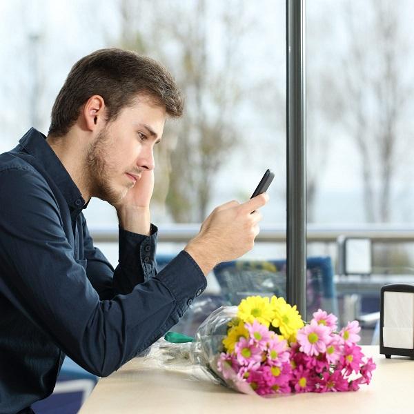 Мужчина не звонит, а пишет: причины, что может значить