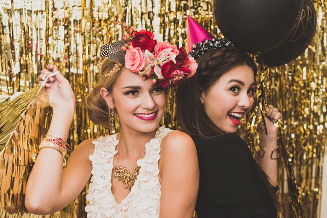 Resultado de imagen de 1Mx2M shimmering Gold Silver Metallic Tinsel Curtain Foil Room Shiny Pub party Stage wedding decoration backdrop Background