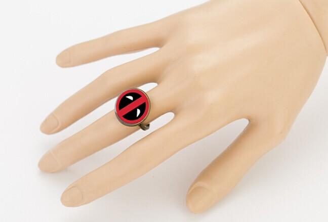 ᗔDeadpool kepribadian Merah dan Hitam kaca pendant vintage fashion ... 53a6dbab80