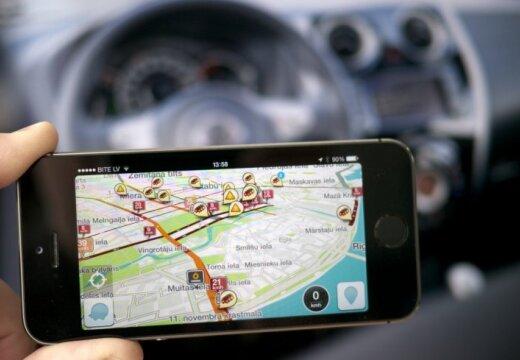 Латвия будет улучшать дороги с помощью Waze