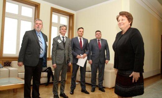 Lūdz komisijā atjaunot no VDK dokumentu izpētes komisijas izslēgtos locekļus