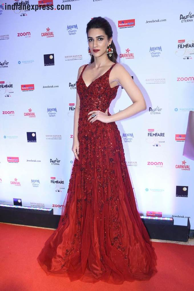 bollywood style - 25 best red-carpet gowns at awards 2017