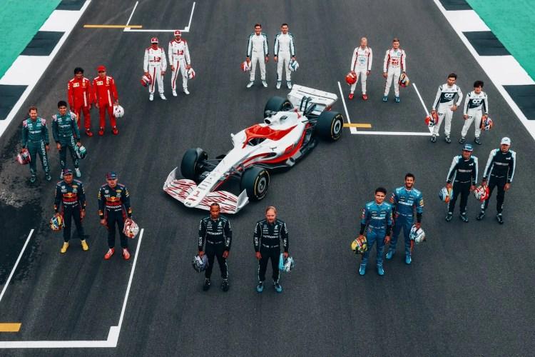 Nova carro da F1 na pista de Silverstone