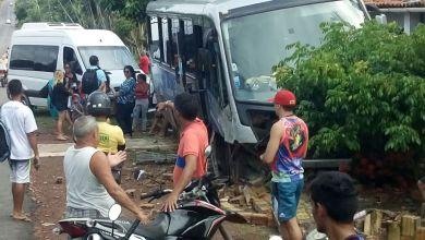 Photo of Acidente entre Van e Microônibus na MA-106 em Bequimão