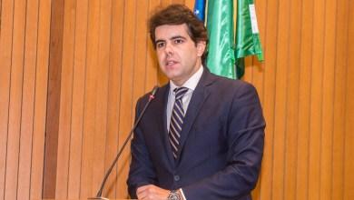 Foto de Adriano faz críticas duras a Flávio Dino