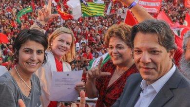 Foto de Lula é oficialmente registrado candidato a Presidente da República