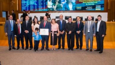 Photo of Assembleia entrega Título de Cidadão ao prefeito de Trizidela do Vale-MA