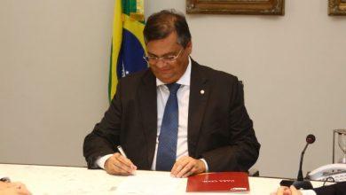 Photo of Flávio Dino paga 2ª parcela do 13º salário