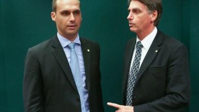 Foto de Bolsonaro vai liberar arma para Gregos e Troianos