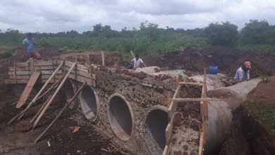 Foto de Prefeito Zé Martins recupera estrada vicinal que liga o povoado Beira do Campo