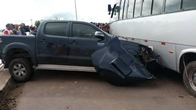 Photo of Hilux bate em ônibus na ponte de Pinheiro-MA