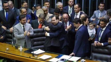 Foto de PSL briga com bloco governista por comissões da Câmara