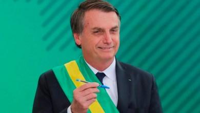 Foto de Bolsonaro une adversários históricos