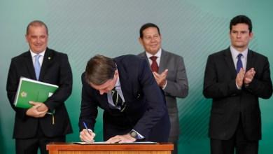 Foto de Para presidentes de partidos, Bolsonaro que estimula ataques a Mourão