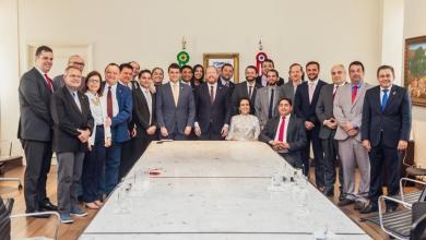 Foto de Othelino Neto recebe deputados estaduais no Palácio dos Leões