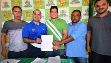 Foto de No aniversário de Alcântara, prefeito entrega veículo, kits de irrigação e assina ordem de serviços para novas obras