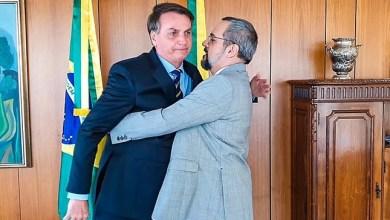 Foto de Bolsonaro foi cúmplice da fuga de Weintraub