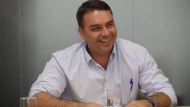 Foto de Flávio Bolsonaro é diagnosticado com covid-19