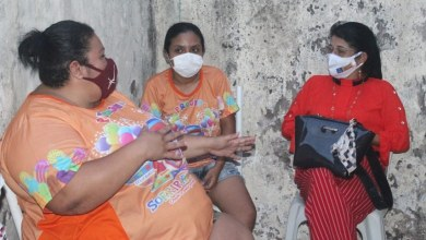Foto de Fátima Araújo participa de reunião na sede do projeto Sorrir Faz Bem
