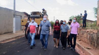 Foto de Othelino Neto vistoria obras do 'Mais Asfalto' em Jenipapo dos Vieiras-MA