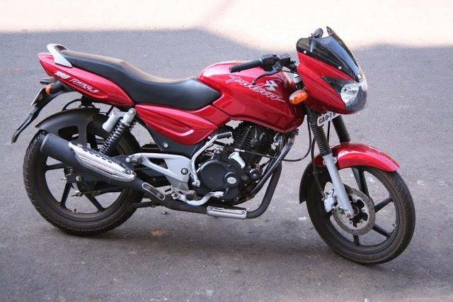 1200px Red Bajaj Pulsar outside hotel in Goa