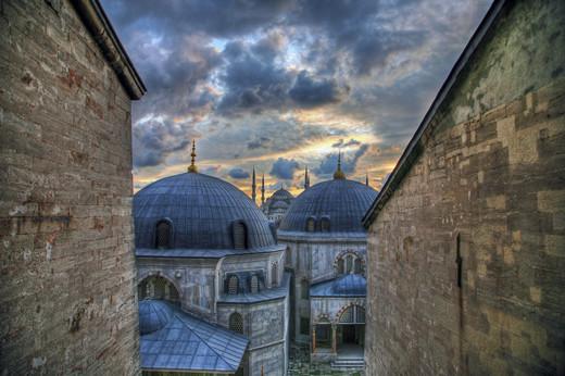 Masjidka-Buluuga-ah-ee-Hagia-Sophia