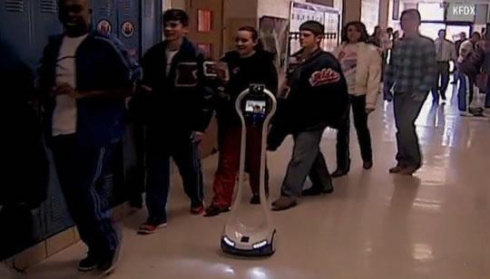 Estudiante es remplazado por robot