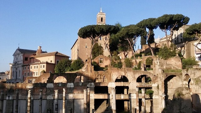 rome Italy travel photo budget travel tips non touristy things to do roman forum