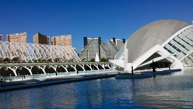 Spain travel tips student budget Valencia city of arts and sciences
