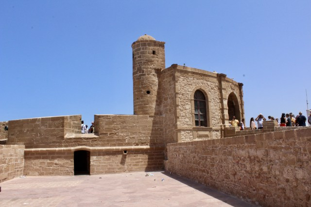 budget travel guide to essaouira, morocco city walls