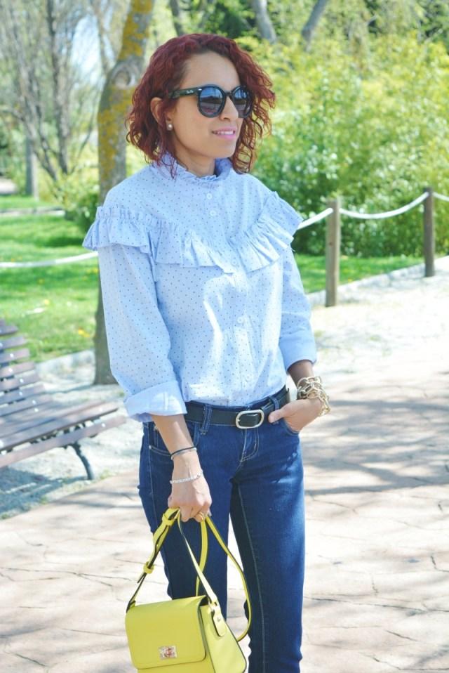 Camisa con volantes y medias rejillas 12