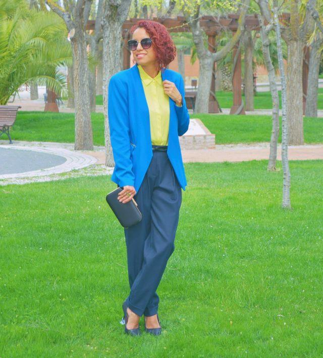 Look con colores azules