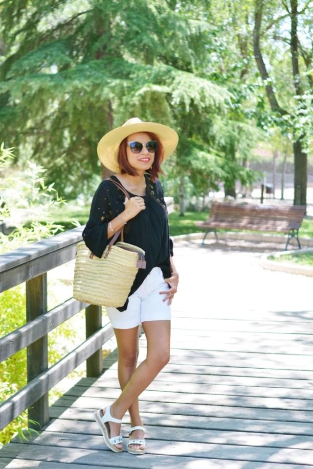 Look de verano con sombrero