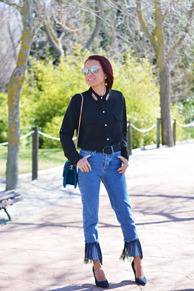 Outfit casual con jeans con flecos