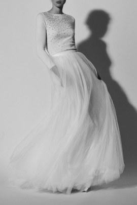 carolina-herrera-wedding-dresses-spring-2018-back-013