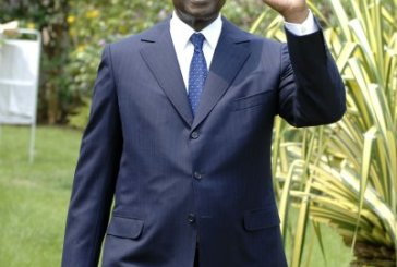 Casimir Oyé Mba mal aimé sur Facebook