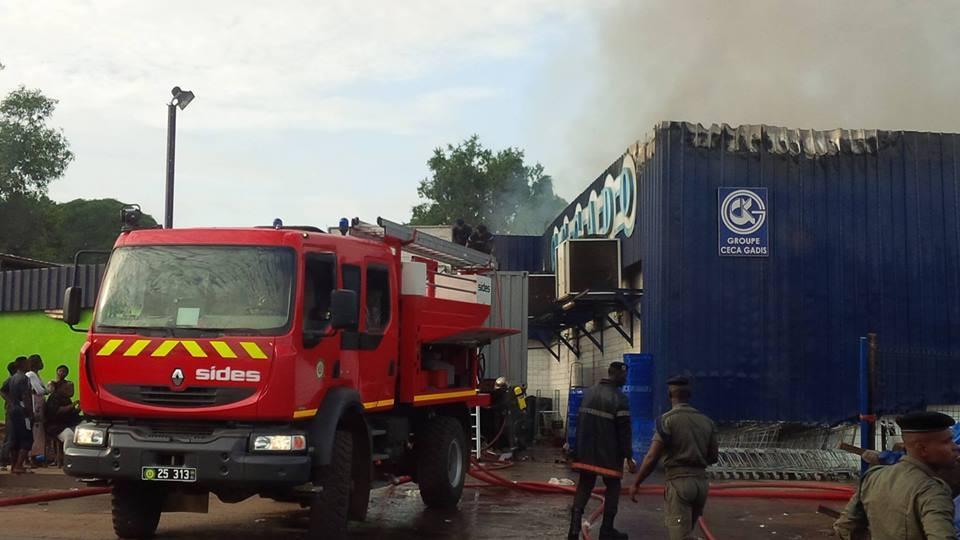 Le magasin CECADO du PK 12 ravagé par les flammes