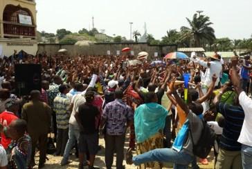 Les fonctionnaires décrètent une grève générale d'une semaine reconductible