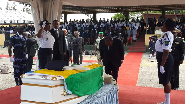 "Emeutes post-électorales : Ali Bongo rend hommage à un  policier ""mort au combat"""